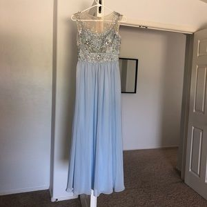 Dresses & Skirts - Beautiful prom or wedding party dress